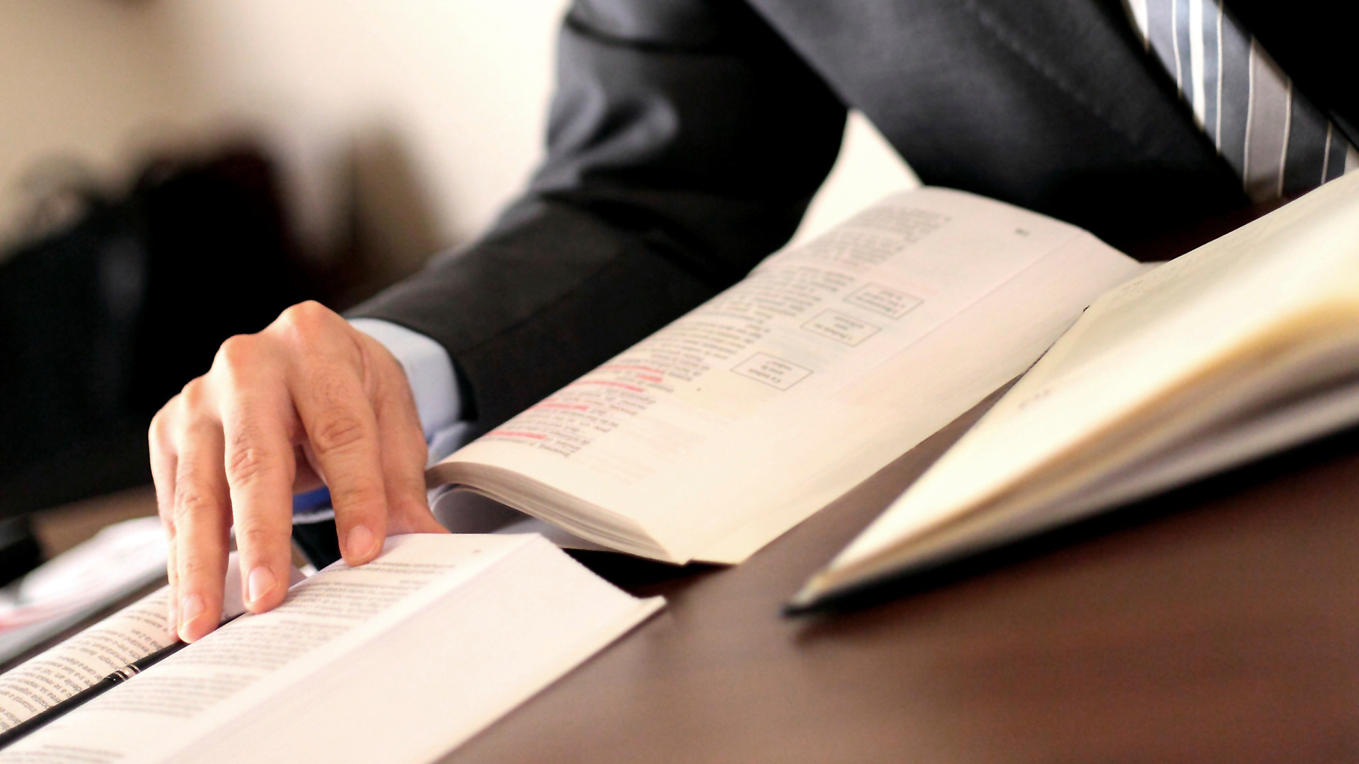 Choosing the Best Legal Service Provider